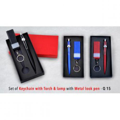 SET OF KEYCHAIN WITH TORCH & LAMP WITH METAL LOOK PEN Q15
